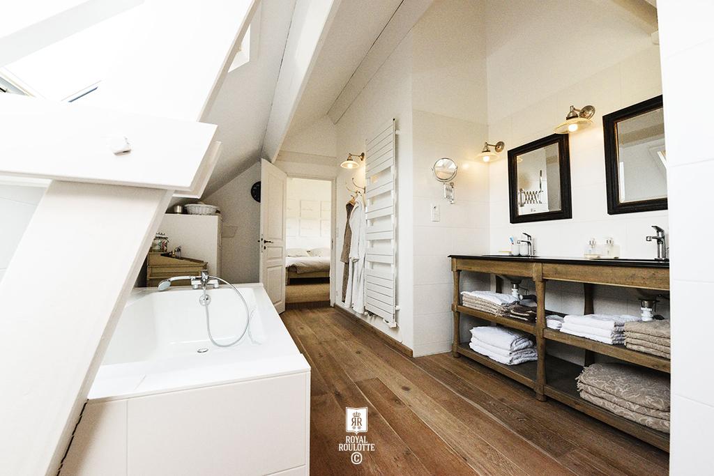 royal roulotte d coration architecture d 39 int rieur royal roulotte bathroom arradon 1. Black Bedroom Furniture Sets. Home Design Ideas