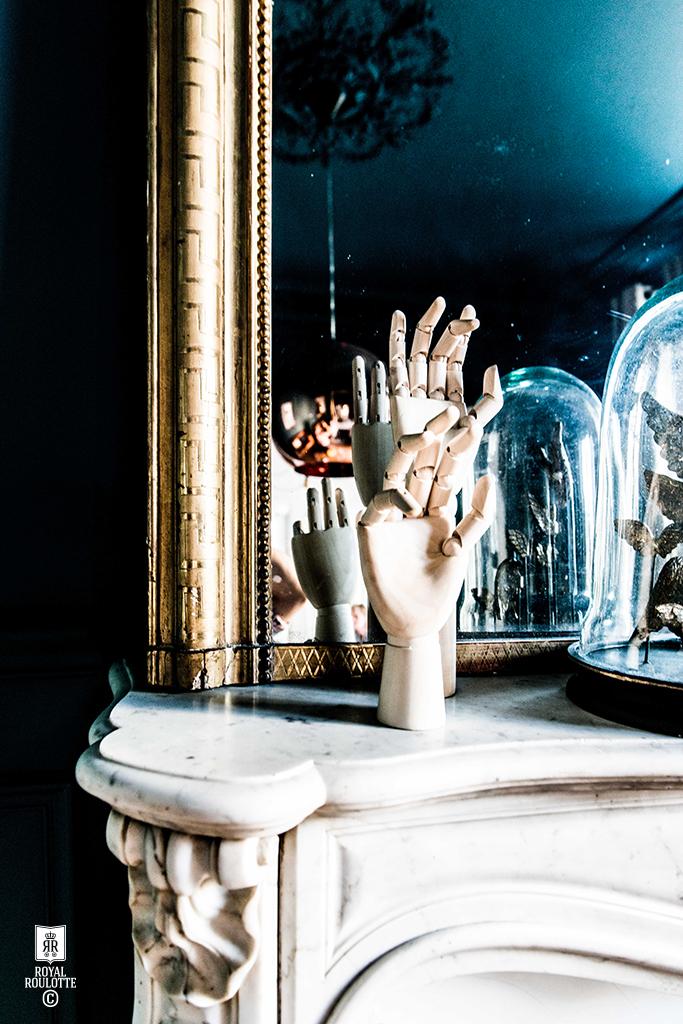 ROYAL ROULOTTE -★- RENOVATION DECORATION FONTAINEBLEAU LIVING BLUE WALL DETAIL